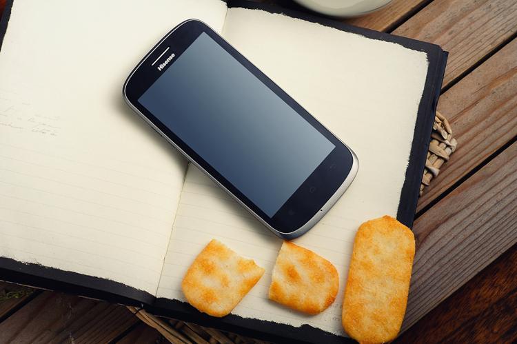 hisense 海信 四核 e956q 3g手机(太空蓝)cdma2000/cdma 4.5英寸!
