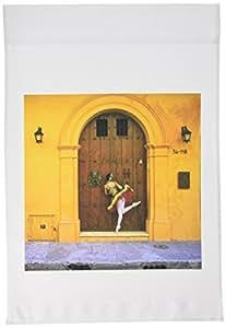kike CALVO Dance–Gina , A 卡塔赫纳的哥伦比亚专业芭蕾舞者 peaking 到 A 木门)–旗帜 12 x 18 inch Garden Flag