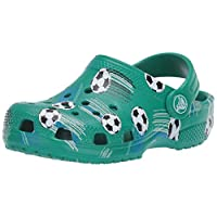 Crocs 儿童经典足球洞鞋|一脚蹬水鞋,适合幼儿、男孩和女孩