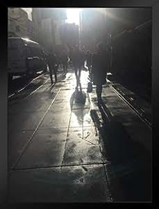 Poster Foundry New York City People Walking Wet Sidewalk Sunburst 照片 裱框海报 14x20 inches 338860