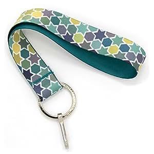 Buttonsmith Love is 手镯挂绳 - 短款带扁平环和夹子 - 美国制造 Wristlet Geo Stars