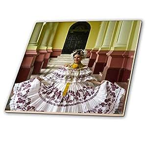 kike CALVO 巴拿马–panamanian WOMAN IN 她 twenties 打扮 with THE 传统 pollera–瓷砖