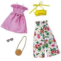 Barbie Fashions 芭比时尚 2 件装衣服套装,2 件洋娃娃包括花卉阔腿裤,黄色抹胸上衣,粉色格子连衣裙和 2 个配饰,适合 3 至 8 岁儿童