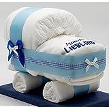 """尿布蛋糕 - 世界小尿布蛋糕 / 尿布车蓝色适用于男孩 – 带围嘴 """" 乖宝宝 """" – 完美的礼物可供出生或洗礼 + 免费折叠卡"""