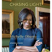 Chasing Light: Michelle Obama Through the Lens of a White House Photographer (English Edition)