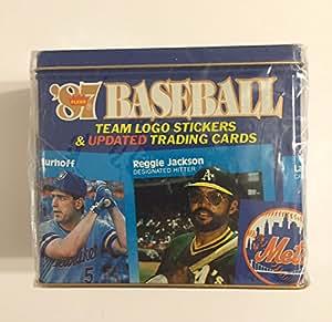 '87 Fleer 光泽棒球队标志贴纸和更新的交易卡:一套 132 张定制涂层卡,收藏者锡盒内有 22 张队标志贴纸