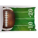 男孩房间带枕套来自 lunarable ,美国足球 FIELD 和球逼真 VIVID 插图学院,装饰性标准大号双人床尺码印花枕套,绿色棕色白色
