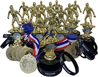 12 个女孩足球*杯*杯套装,包括硅胶足球腕带亮金金属*章和颈部丝带