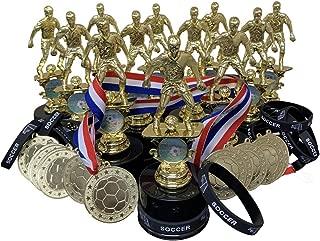 12 个男孩足球*杯*杯套装,包括硅胶足球腕带亮金金属*章和颈部带