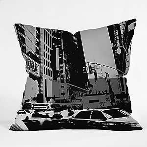 DENY Designs Amy Smith Ny Street Grayscale Throw Pillow 20 到 20 英寸