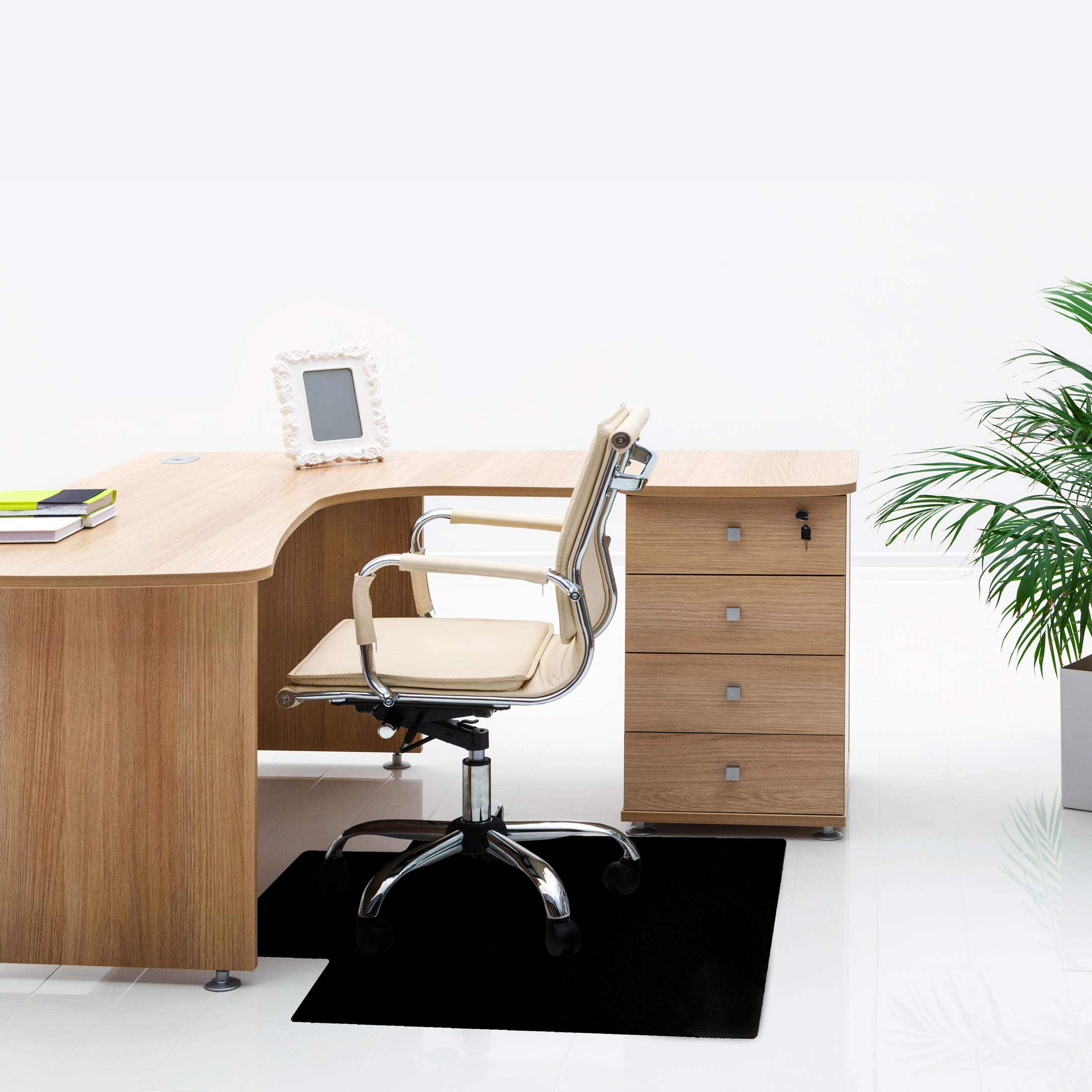 Floortex 黑色椅垫带嘴唇 91.44 cm x 121.92 cm 适用于硬地板